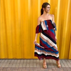 Dresses & Skirts - 🎉HP🎉Gorgeous Striped Maxi Dress